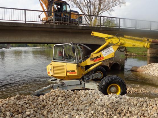 Abbruch Regnitz Brücke über Wasser